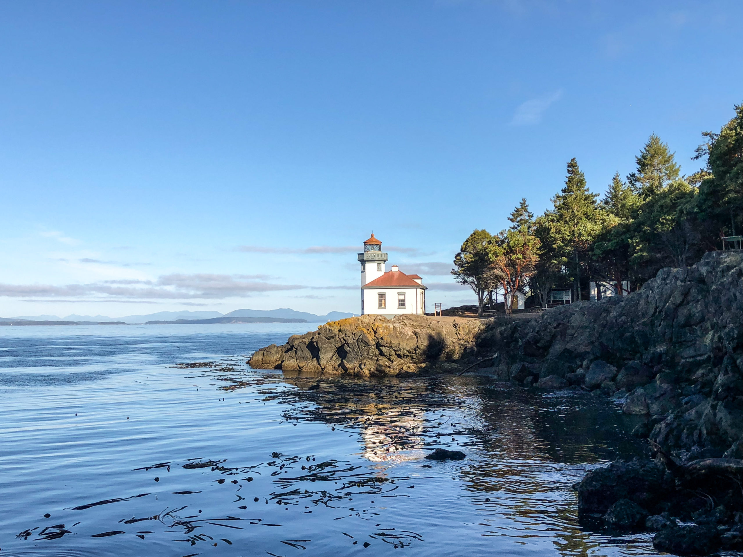 White lighthouse at Lime Kiln State Park